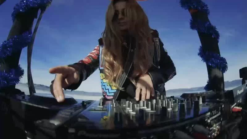 Juicy M Hot Air Balloon DJ Set