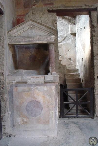 Многоэтажные Помпеи Кто бы мог подумать, что в Помпеях строили многоэтажные дома. Это были настоящие городские усадьбы и таберны жилье для пролетариата.Два этажа были обычной практикой