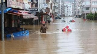Страшный потоп сносит дома в Турции. Люди пропадают без вести