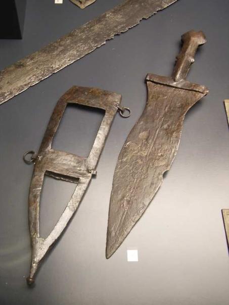 Пугио - убийца Цезаря. Римская армия являлась самой передовой в своё время. В ходе своей истории происходили множеством улучшений, некоторые из которых черпались из опыта сражений с другими
